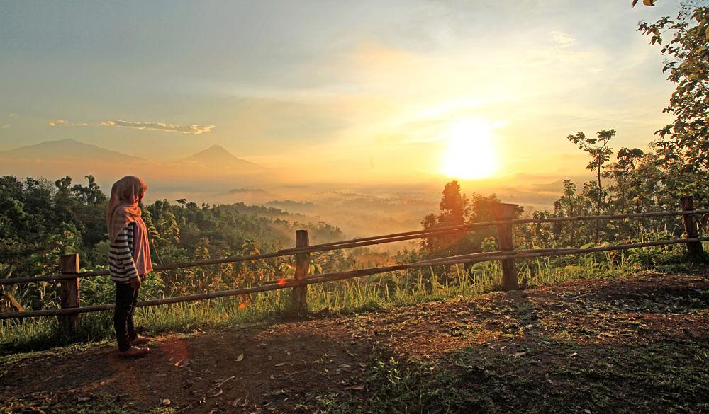 Punthuk Setumbu gold sunrise