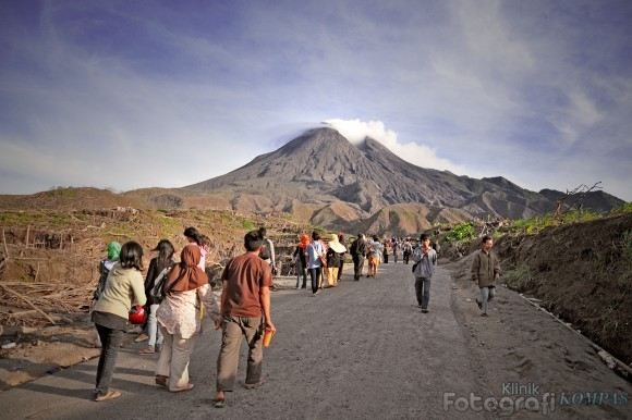 Merapi trekking through Kaliurang village