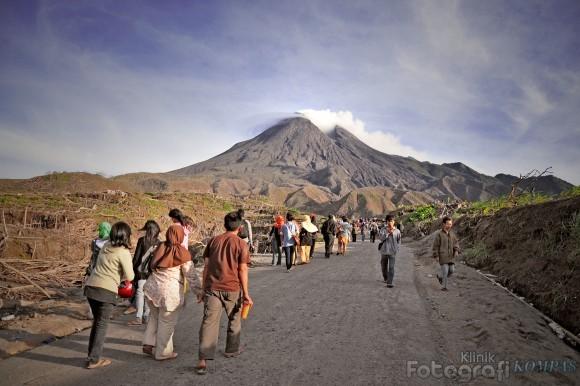 Merapi trekking through Kaliurang village